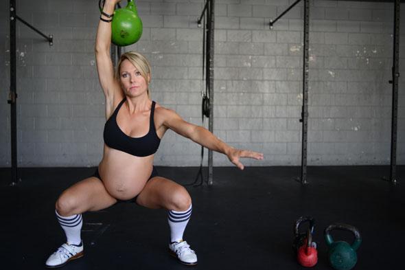 беременная кроссфитерша